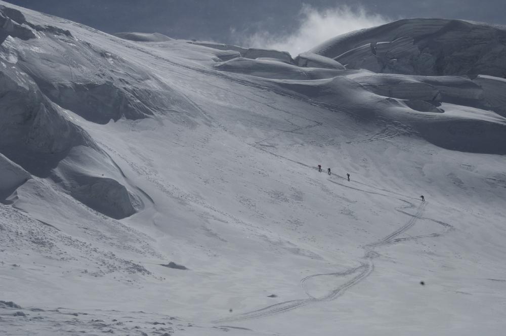 La bande des quatre en route vers leur sommet.