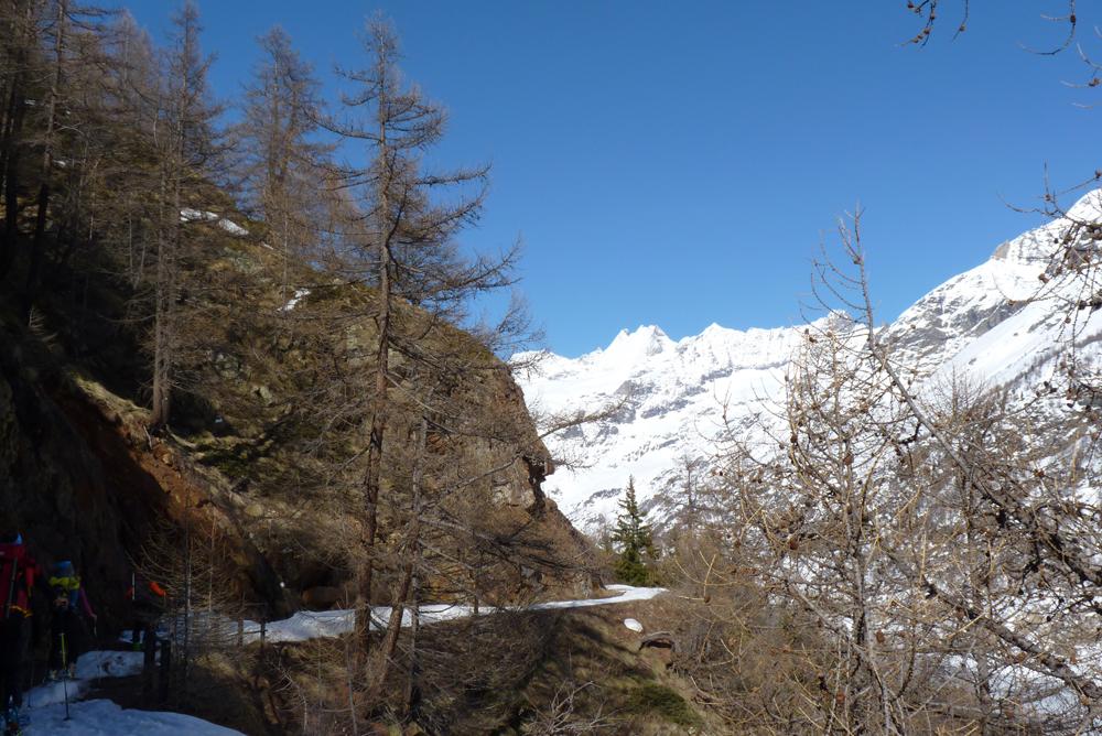 Le long du lac, la montée au 1er refuge n'est pas très longue.