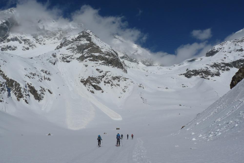 Il a bien gelé cette nuit et les avalanches de neige humide témoignent de l'activité de la veille avec le grand beau temps.