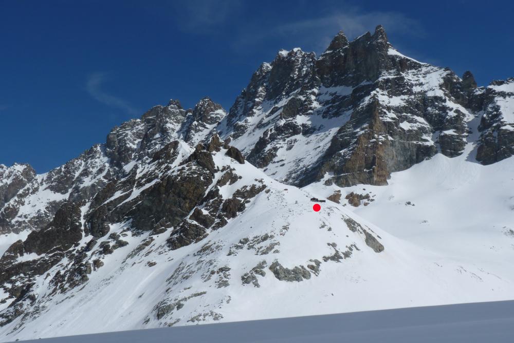 Au loin, notre refuge… Ne pas oubliez qu'il y a une petite remontée après avoir traversé le glacier.