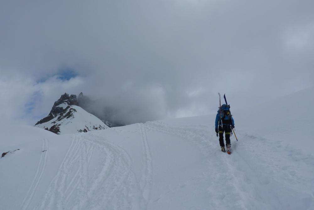 Le mauvais temps nous rejoint au sommet du Col du Mont Brulé.