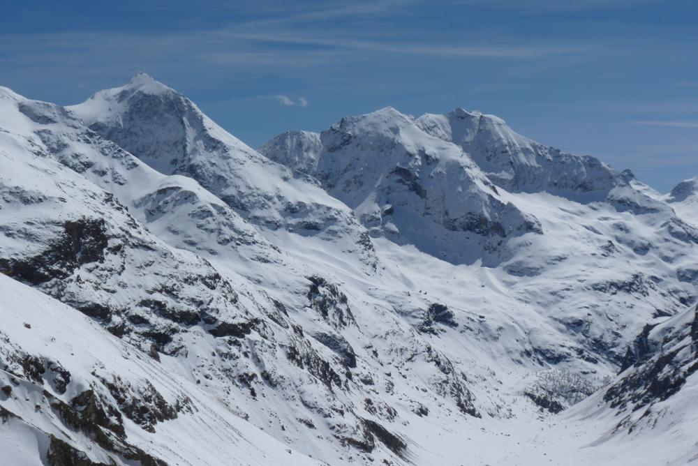 Et toujours les beaux sommets skiables de la Valpelline avec un nom évocateur, Le Château des Dames.