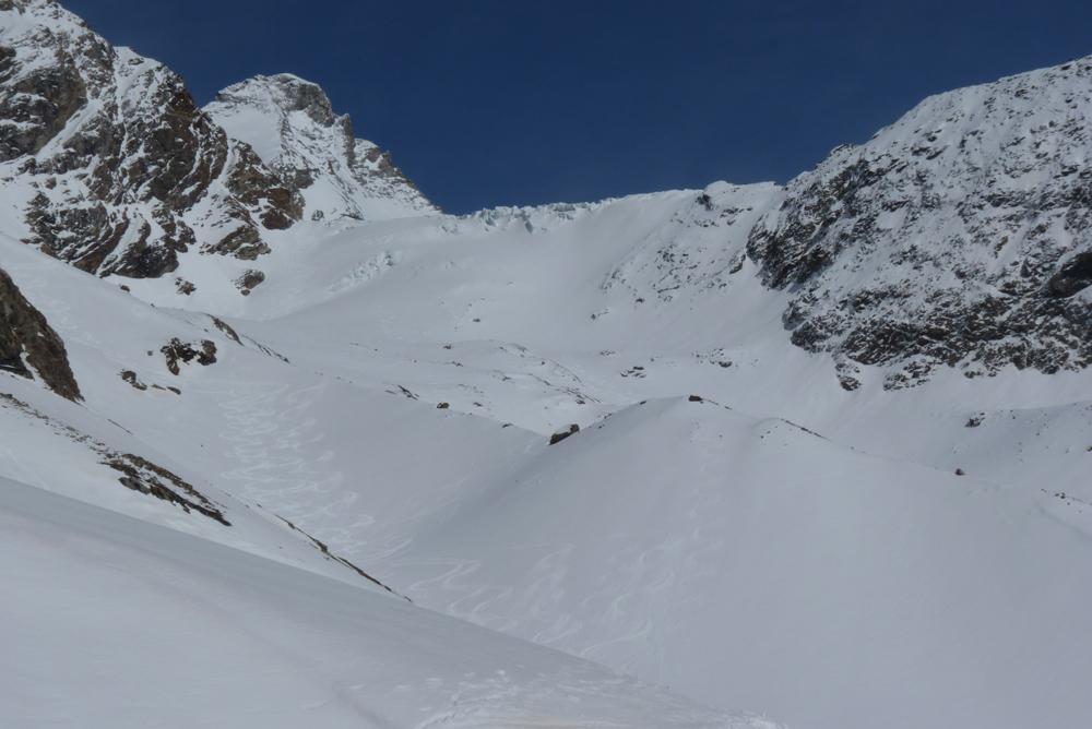 Puis la suite, entre les moraines, est beaucoup plus simple. Avec au retour, un ski exceptionnel.