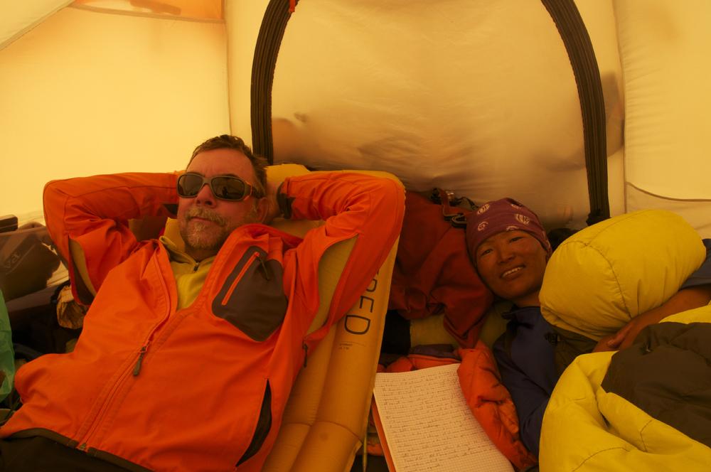 Notre tente, à tous les trois… Pa sforcément simple à gérer.
