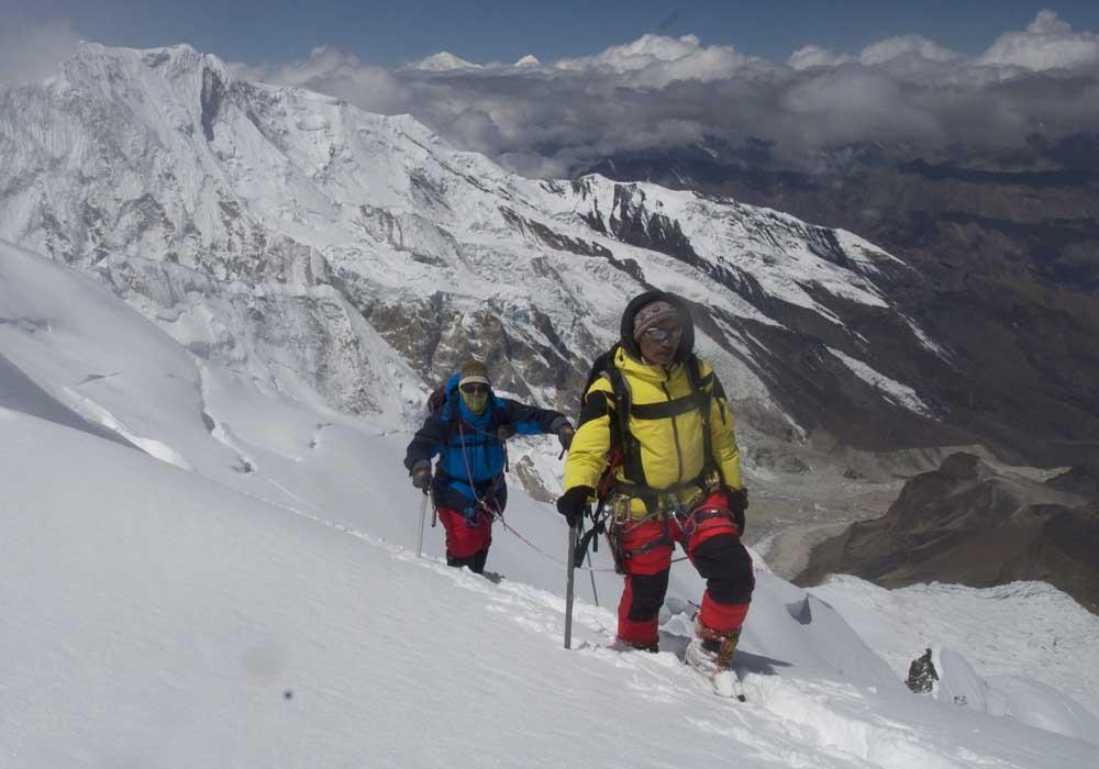 Dhane Magar et Simon, encordés et très haut à l'Himlung en 2016.