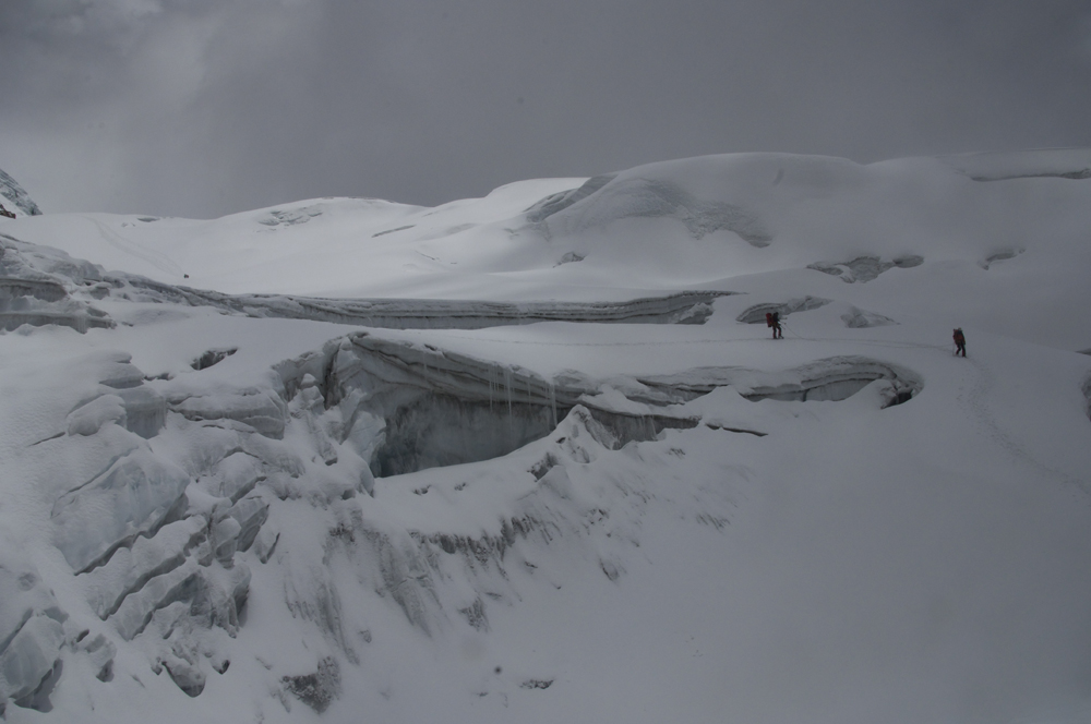 Himlung Himal, C1 to C2, big crevasses and better with long rope.