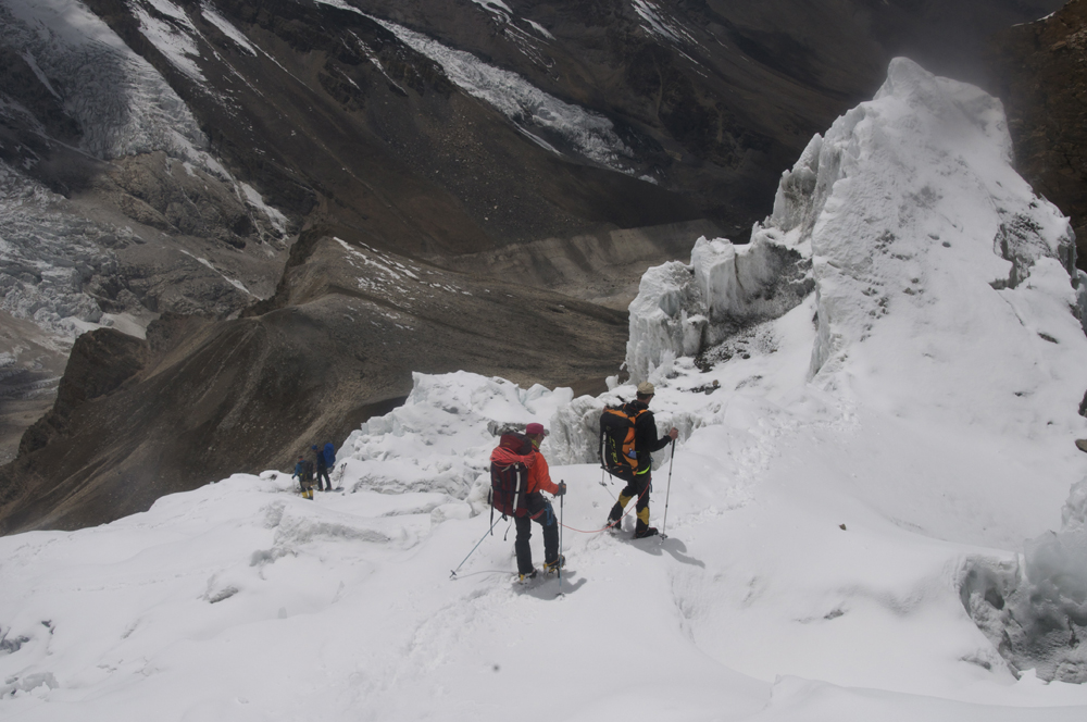 Himlung Himal, from C2 to Deposit at the end of the glacier.