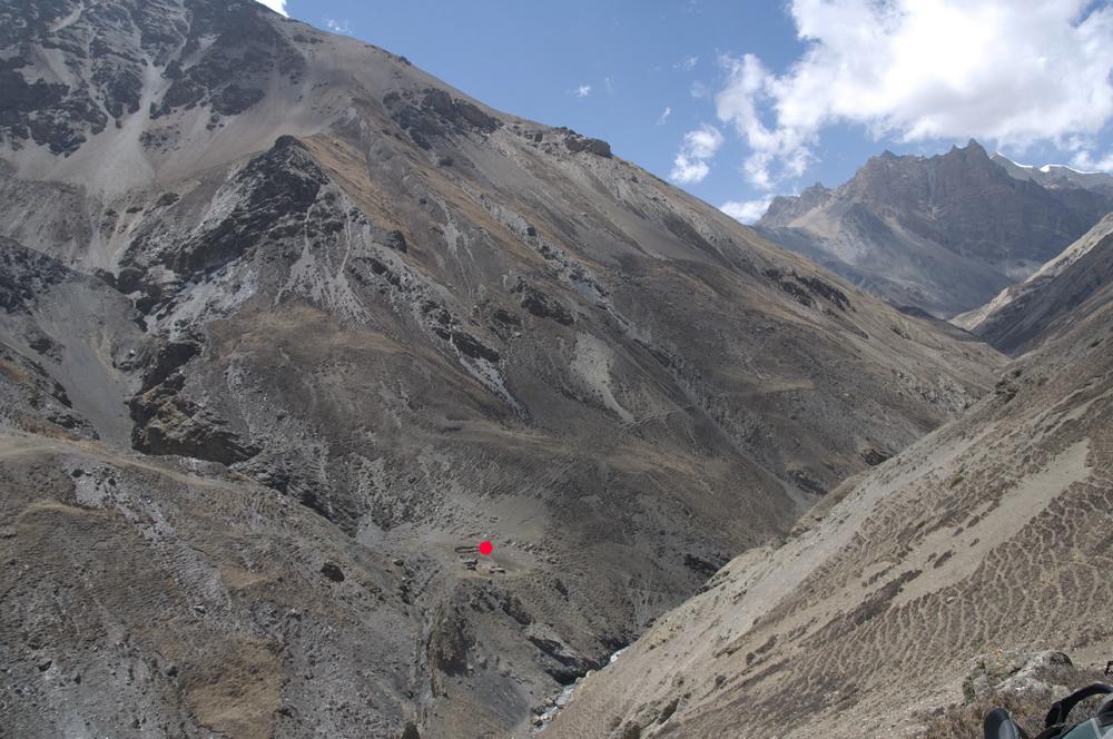 Nous commençons à comprendre le paysage avec le premier alpage avec de l'eau.