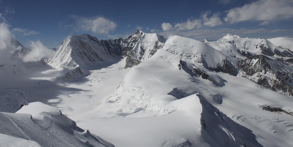 L'envers de l'Himlung et aussi des sommets vierges.