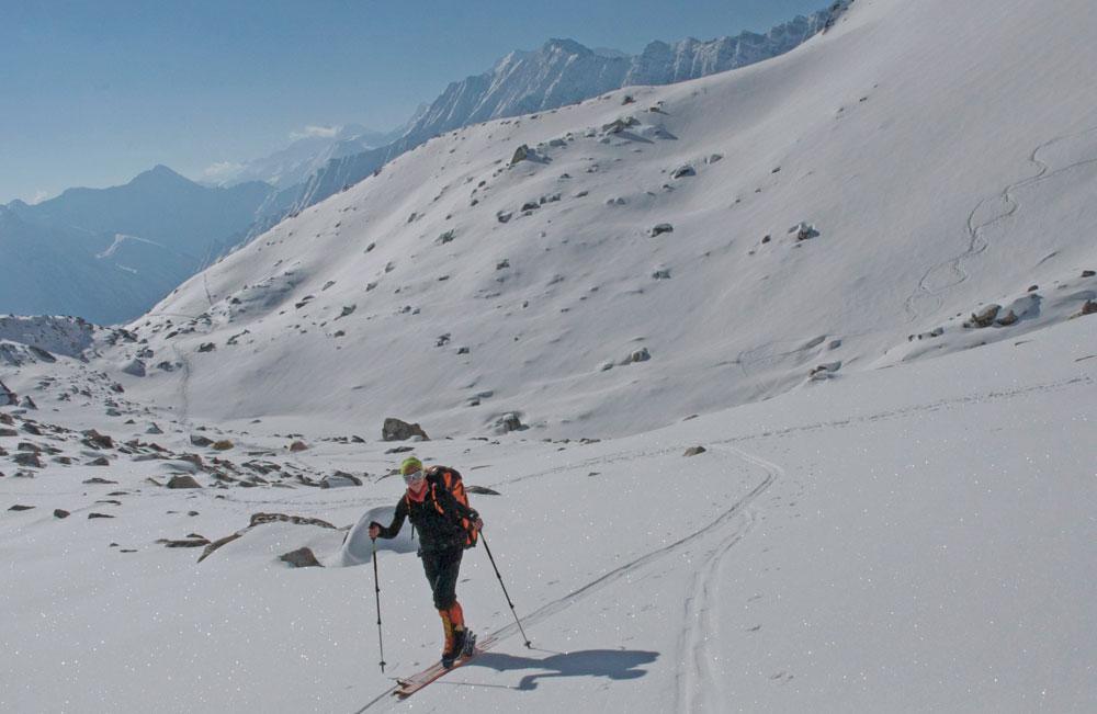 Puis, beaucoup plus facilement, skis aux pieds.