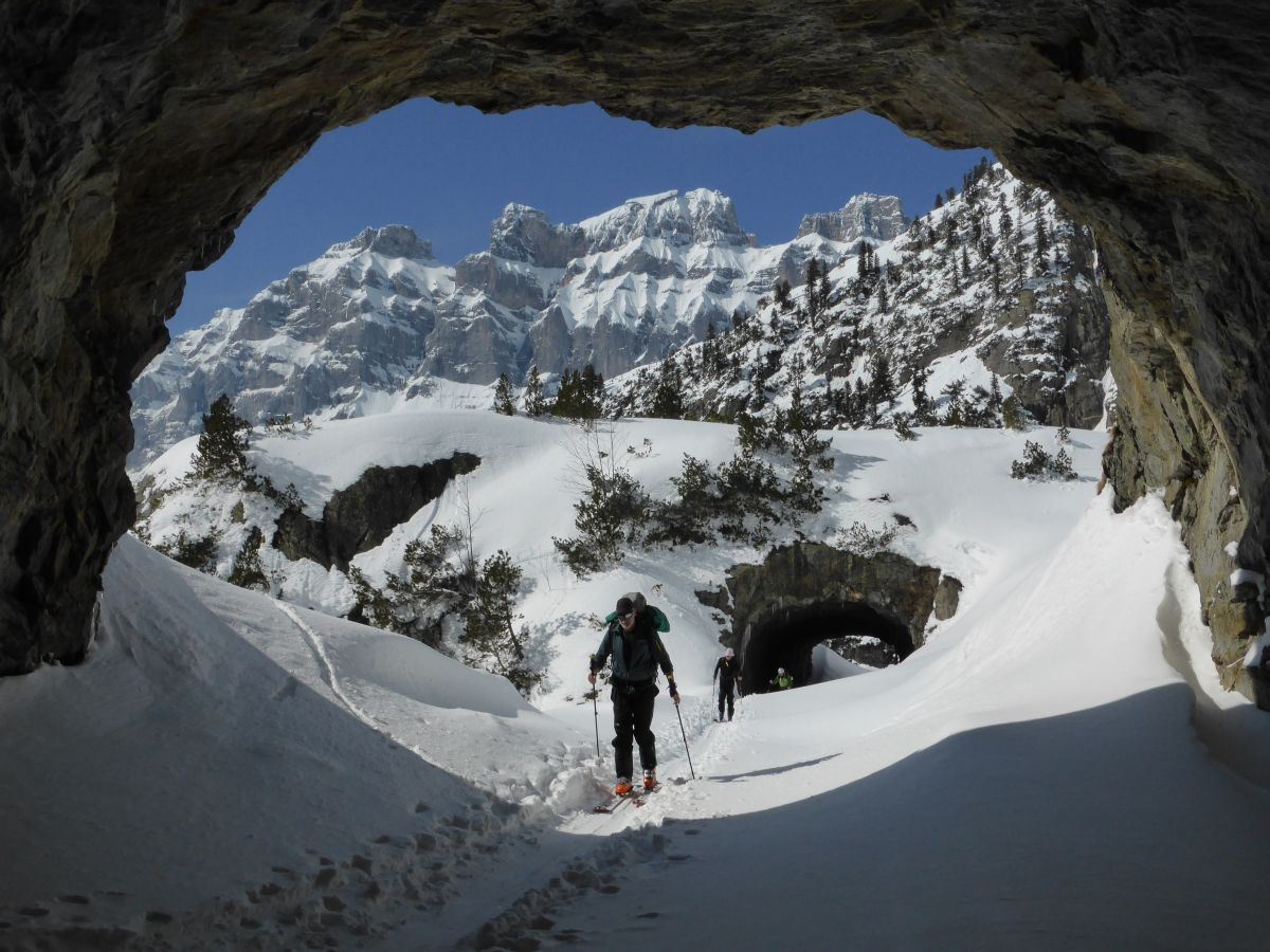 Une approche surprenante... à ski dans des tunnels. By Olivier Dufour_guide