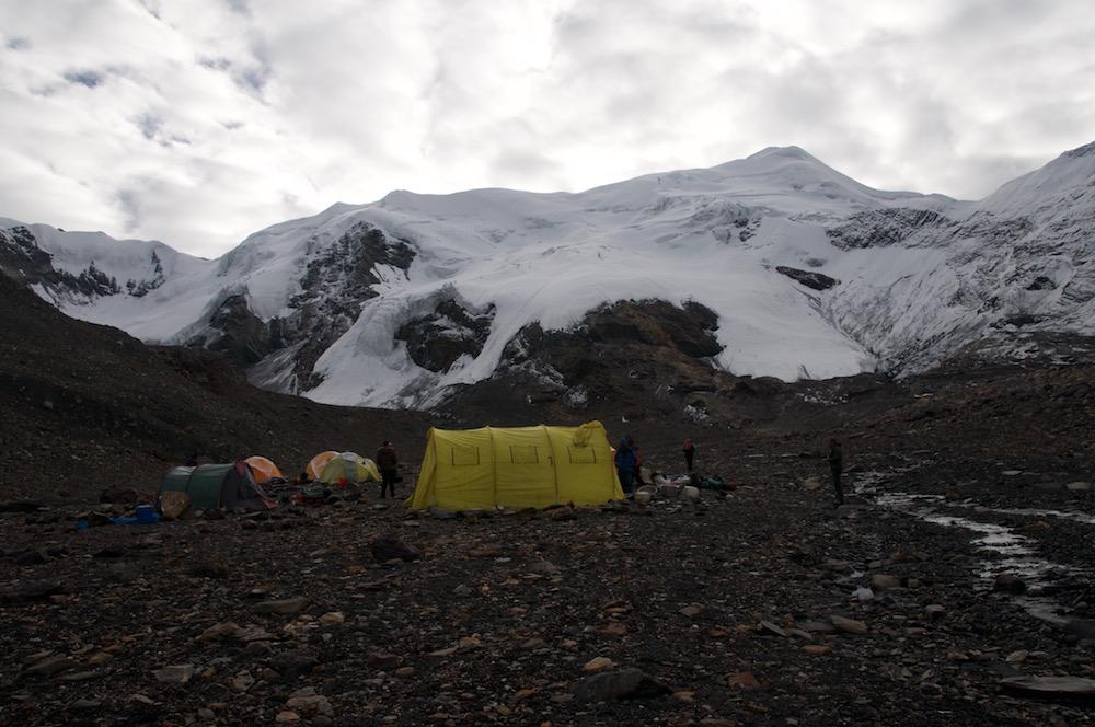 Le versant Dolpo du Mukut Himal.