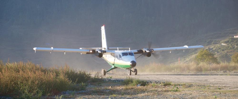 Et déjà, notre petit avion repart pour une deuxième rotation avant que le vent ne se lève.