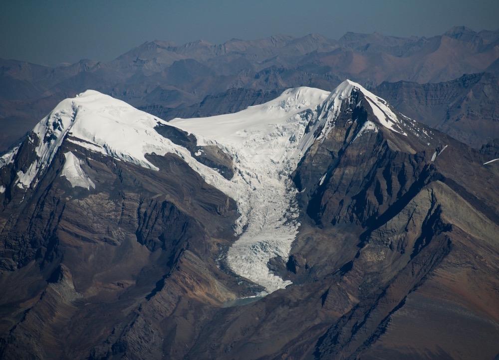 Vue de haut ! Le lac glaciaire, forcément sacré...