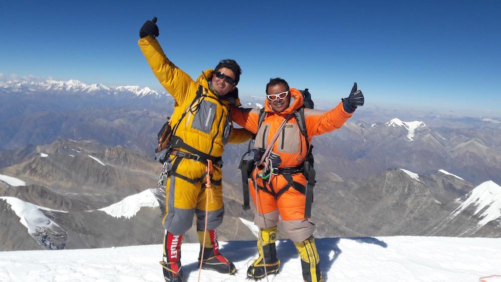 Jangbu et Dorje au sommet de la Putha Hiunchuli, à l'automne 2016, après l'expé au Peak Hawley.