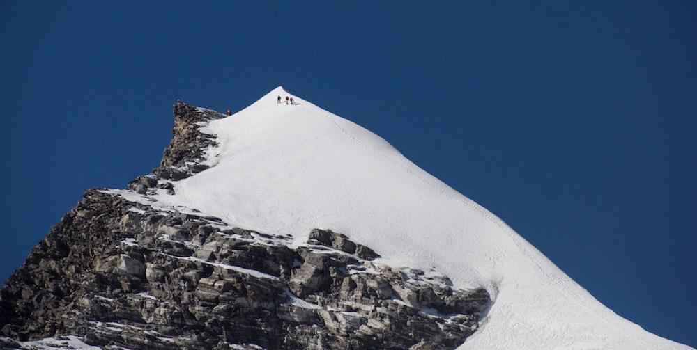 Une vue de la pente de l'arête. Et un vrai sommet !