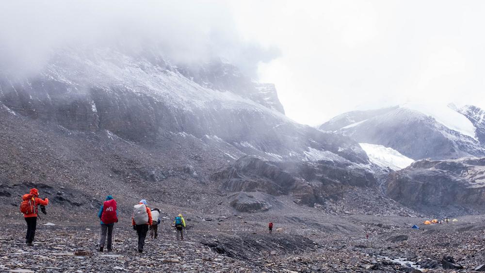 L'arrivée au camp de base du Mukot Himal. Les nuages nous ont rattrapé;