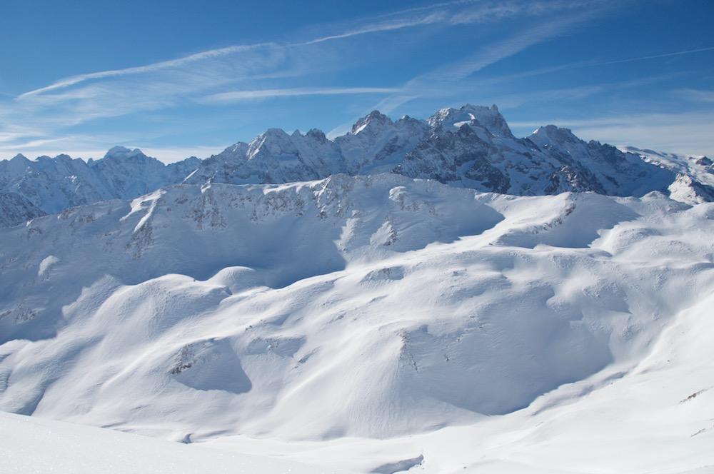 Le projet pour le lundi, Le sommet d'en face. Du ski et une arête avec piolet/crampons.