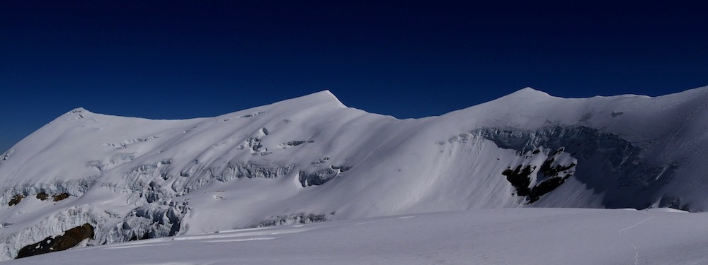 les sommets au-dessus du camp 3 de l'himlung