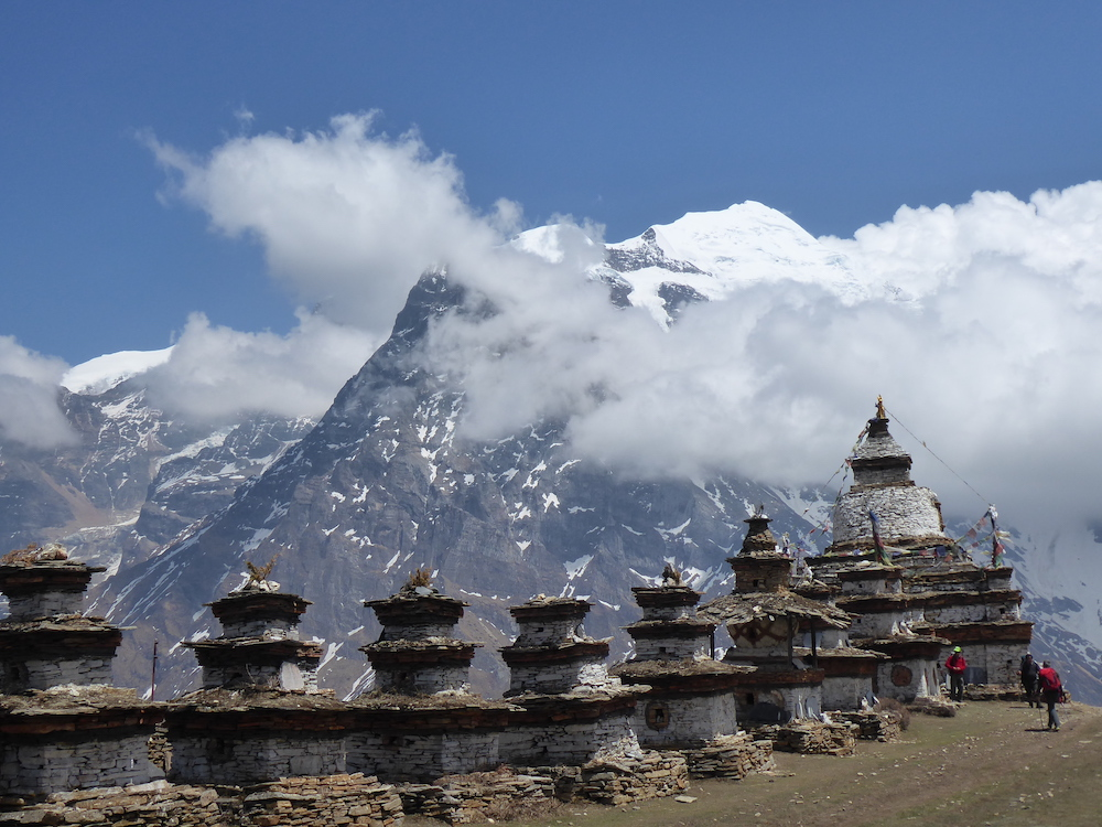the chortens at the entrance to naar with the kang garu