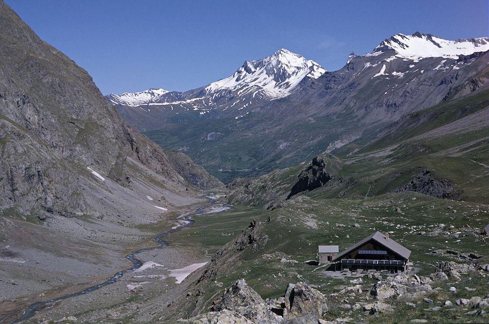 le refuge de l'alpe de villar d'arène