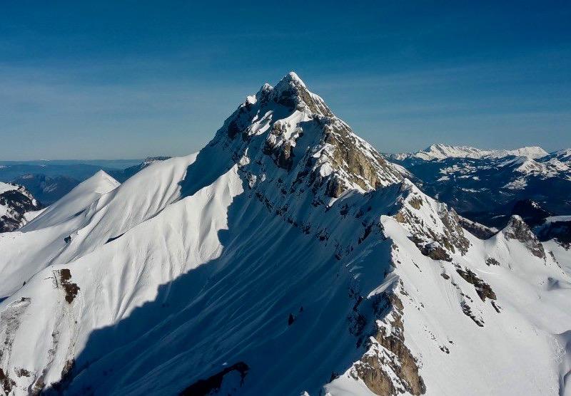 les 14 2000 des Bauges en raquette alpine